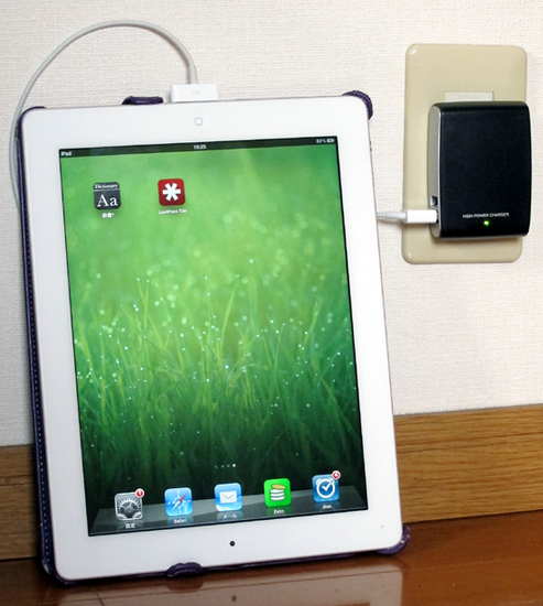 01iPad_charging_USB_charger.jpg