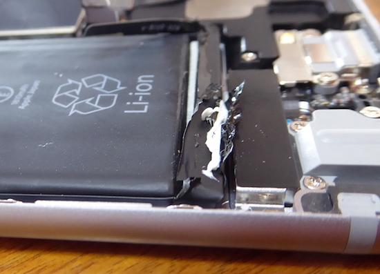 03iPhone6バッテリー固定用両面テープの端部.jpg