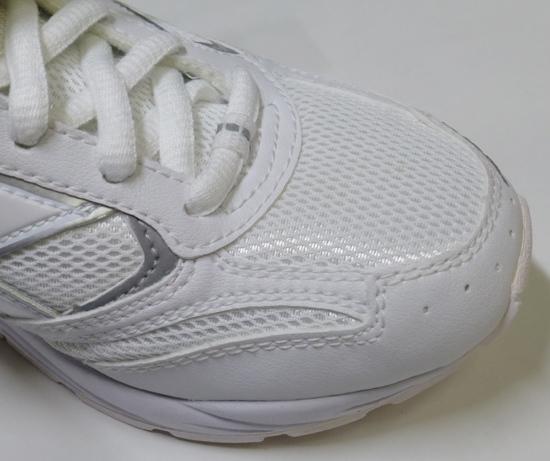 14月星通学用白い靴先端部.jpg