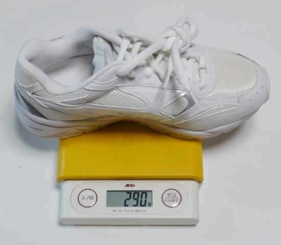 09ホワイトシューズの重量ス.jpg